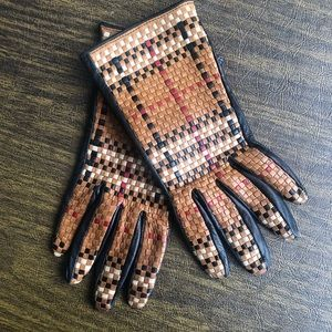 Vintage Burberry Tan/Blk Leather Woven Gloves7 1/2